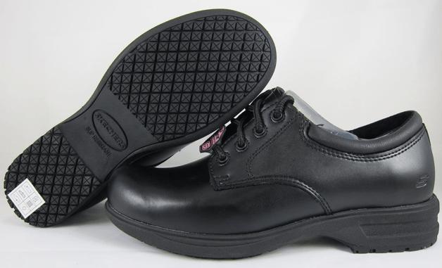 Slip_resistant_shoes