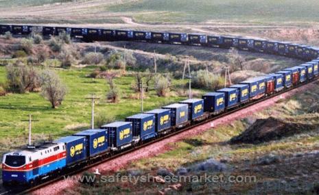 قطار ویژه حمل و نقل در رابطه با کفش سرو حرکت